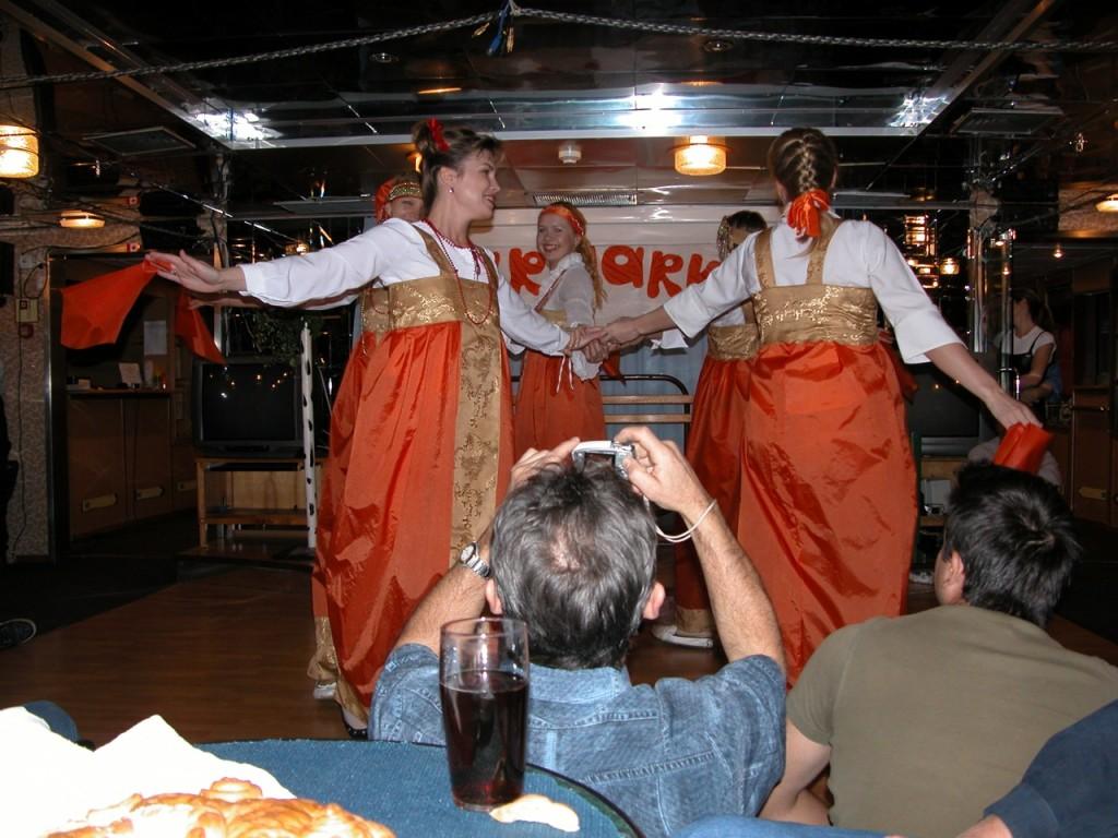 Die russische Crew bittet zum Tanz