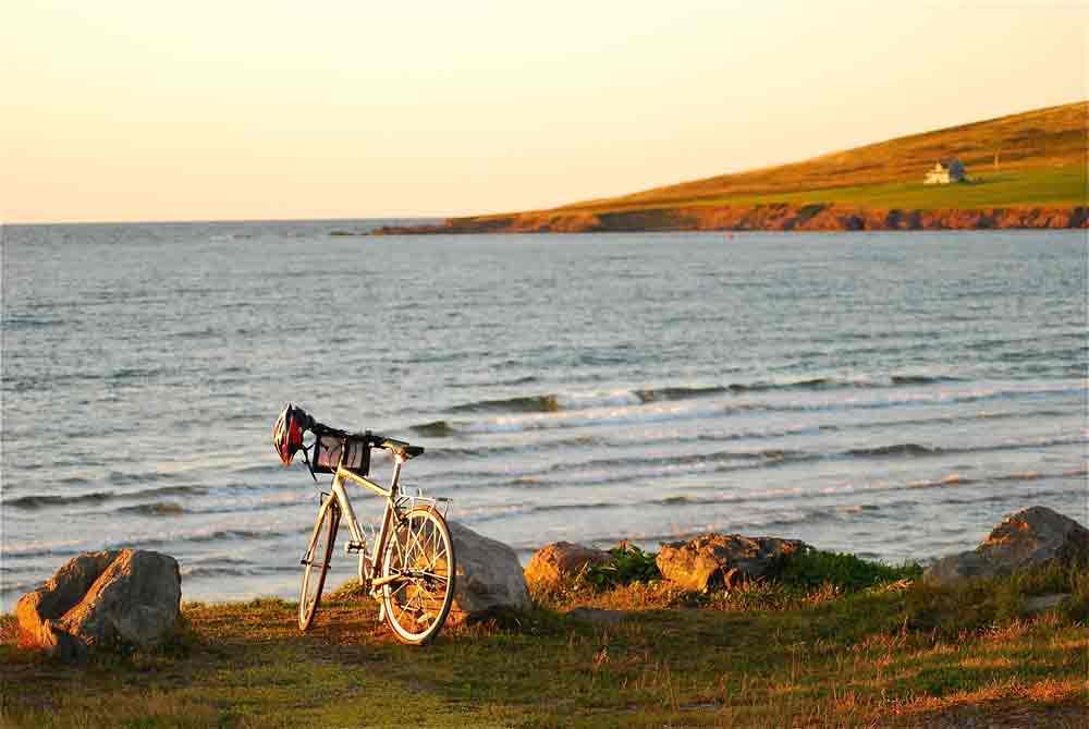 Mein Rad am Strand von Mabou (Cape Breton island)